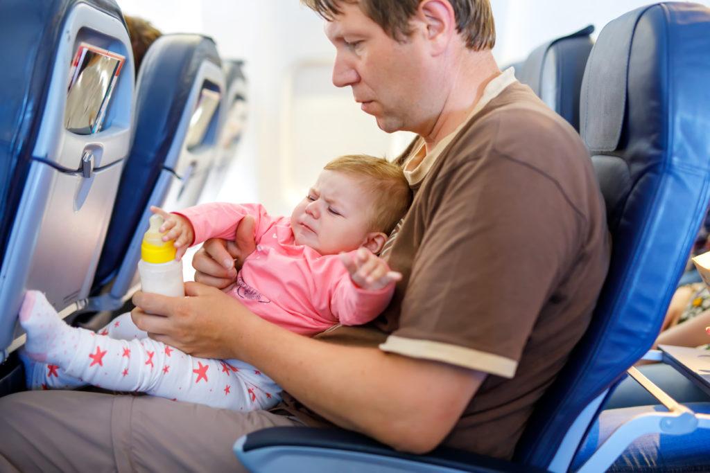 vliegen met kleine kinderen, baby